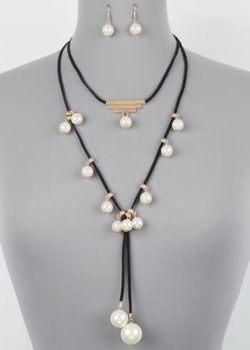 LEATHER CORD W/PEARL CHARM NECKLACE SET